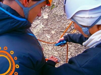El arte de asegurar en escalada deportiva